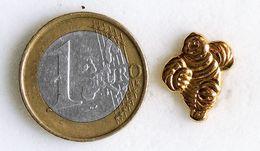 Pin's MICHELIN Petit Bibendum Doréfabricant Inconnu - Pin's