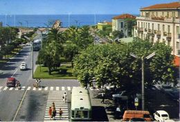 Marina Di Massa - Piazza F.betti - Formato Grande Viaggiata – E 16 - Massa