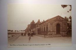 SAINT-VALERY-SUR-SOMME    - Le Quai Et Le Tribunal De Commerce Vers 1900- REEDITION  - ( Pas De Reflet Sur L'original ) - Saint Valery Sur Somme