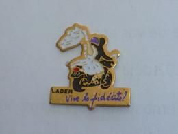 Pin's MARIAGE, LADEN, VIVE LA FIDELITE - Pin's