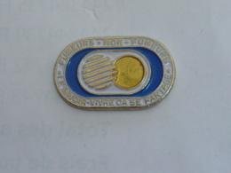 Pin's PARTAGE FUMEUR - NON FUMEUR - Pin's
