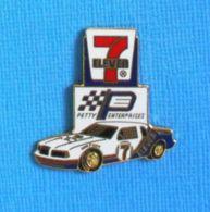 1 PIN'S //  ** NASCAR KYLE PETTY ENTERPRISES / 7 ELEVEN / FORD THUNDERBIRD A DAYTONA ** - Ford