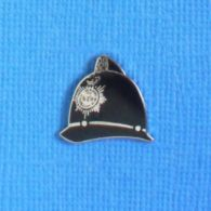 1 PIN'S //  ** CASQUE POLICE ANGLAISE / BOBBY ** - Police