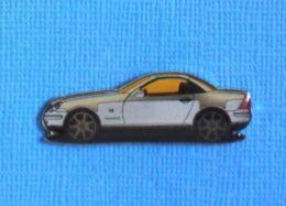 1 PIN'S //  ** MERCEDES BENZ SLK / BICOLORE ** . (LOGO Mercedes) - Mercedes