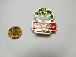 Beau Pin's , Matériel Outils Wolf , Pomme , Pommier - Pin's