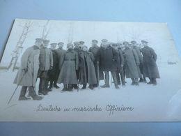 Carte Photo GUERRE 14/18  GROUPE D'OFFICIERS  ALLEMAND AVEC DES PRISONIERS RUSSE EN RUSSIE - 1914-18