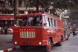ReproductionPhotographie D'un Véhicule Berliet De Pompiers Place De La Bastille à Paris En 1963 - Reproducciones
