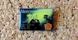 Pin's MERCEDES SERVICE (style Carte Bleue) Verni époxy Fabricant Inconnu - Mercedes
