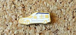 Pin's MERCEDES Ambulance BONGIRAUD ( 63 Puy De Dôme ) Blanche Peint Cloisonné Fabricant PUY DE DÔME - Mercedes