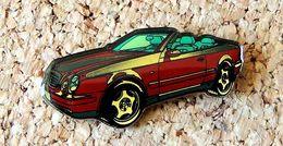 Pin's MERCEDES CLK Rouge Cabriolet Verni époxy Série Fabrication Pour MERCEDES - Mercedes