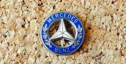 Pin's MERCEDES BENZ Logo Ajouré 17mm émaillé Fabricant Inconnu - Mercedes