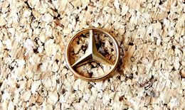 Pin's MERCEDES Logo Doré 15mm Fabricant ARTHUS BERTRAND - Mercedes