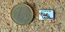 Pin's VOLVO CLUB DES PROS 15x11 Mm - émaillé à Froid époxy - Fabricant COLOMB - Pin's
