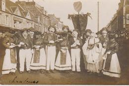 Carte Photo 50 Granville  Groupe De Déguisés   Moins Courant  Du Carnaval  1908 éditeur Moulin On Voit Dosso Frères - Granville