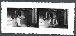 Tirage Pellicule Deux Clichés Différents Scène De Vie D'un Homme Dans Son Intérieur  - PHOTO Originale - Personnes Anonymes