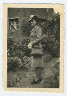 Belle Femme En  Robe 1942 - Personnes Anonymes