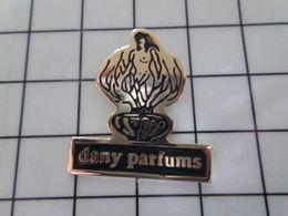 520 Pin's Pins / Beau Et Rare / THEME : PARFUMS / DANY PARFUMS FLACON ET FEMME NUE - Boissons