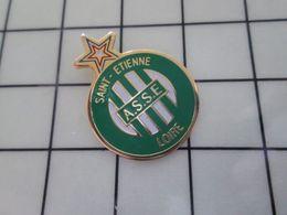 710c Pin's Pins / Beau Et Rare / THEME : SPORTS / FOOTBALL ASSE SAINT-ETIENNE LOIRE - Football