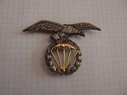 Insigne Ou Brevet Parachutiste à Identifier - Army
