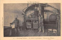 MINES-LA VIE DU MINEUR, ACCROCHAGE INTERIEUR, 300 METRES DE PROFONDEUR, REMONTE DES MINEURS - Mijnen