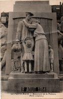 La Ferté-Macé - Monument Aux Morts Pacifiste - Mobilisation Père De Famille - !!! Trace De Pli - La Ferte Mace