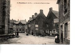 CP PLEUDIHEN La Rue De La Poste Et La Poste - Francia