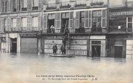 75 - PARIS 06 ° INONDATIONS De PARIS ( Janvier 1910 ) Crue De La Seine - Un Sauvetage Quai Des Grands Augustins - CPA - De Overstroming Van 1910
