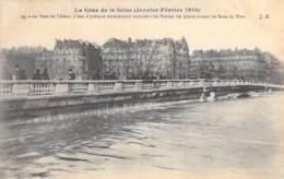 75 - PARIS 08 ° INONDATIONS De PARIS ( Janvier 1910 ) Crue De La Seine - Pont De L'Alma - Statues Recouvertes - CPA - De Overstroming Van 1910