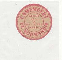 Y 736  /   ETIQUETTE DE FROMAGE   CAMEMBERT   DE NORMANDIE  USINE DE COUTANCES  MANCHE - Quesos