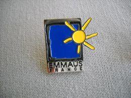 1651 Pin's Pins   EMMAUS  Association Humanitaire, - Associations
