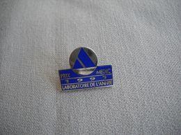 1653 Pin's Pins  Laboratoire De L'année 1991 Prix MEDIC Médical - Medical