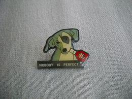 1655 Pin's Pins  Chien  Nobody Is Perfect           Pub - Dieren