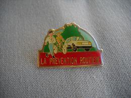 1664 Pin's Pins La Prévention Routière  Transport  ROUTIER  Voiture, Vélo - Transportes