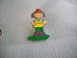 1672 Pin's Pins    Petite Fille Fan Club - Pins