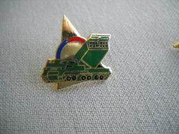 1693 Pin's Pins   Engin  Lance Missile - Militaria