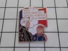 718b Pin's Pins / Beau Et Rare / THEME : POMPIERS / UNION DEPARTEMENTALE DES SAPEURS POMPIERS DE LA DROME - Bomberos