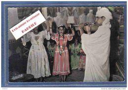 Carte Postale Algérie Bou-Saada Danses Ouled Naïls  Musicien Trés Beau Plan - Algérie