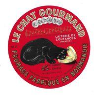 ETIQUETTE De FROMAGE.FROMAGE Fabriqué En NORMANDIE..Le Chat Gourmand..Laiterie De COUTANCES ( Manche 50) - Quesos