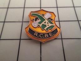918b Pin's Pins / Beau Et Rare / THEME : SPORTS / RCBE RUGBY CLUB BRESLES EU Pas Des Brêles Eux ! - Rugby