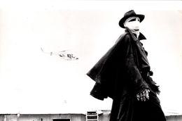 Grande Photo Originale De Promotion Du Film Darkman, Film Américain Réalisé Par Sam Raimi, Sorti En 1990. - Famous People