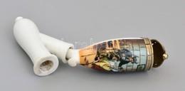 Kétrészes Porcelán Pipa, Konyhai Jelenettel, Jelzés Nélkül, Kis Kopásnyomokkal, 15×8 Cm - Cerámica Y Alfarerías