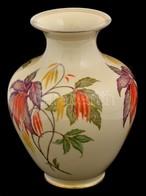 Thomas Ivory Bavaria Német Virágmintás Porcelán Váza, Matricás, Apró Kopásnyomokkal, Jelzett, M: 29,5 Cm - Cerámica Y Alfarerías