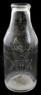 Cca 1942 Országos Magyar Tejszövetkezeti Központ üvege, Adóbélyeggel A Nyakán, Kopott, Karcos, 1 L., M: 23 Cm - Vidrio & Cristal