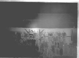 PLAQUE DE VERRE  ANCIENNE PROVENANT DU SENEGAL Groupe De Personnes - Plaques De Verre