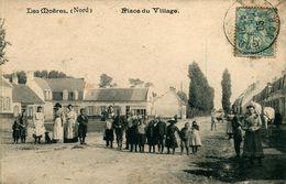 Les Moêres Place Du Village - Frankreich