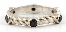 Ezüst(Ag) Fekete Kövekkel Díszített Szögletes Gyűrű, Jelzett, Méret: 51, Bruttó: 2,7 G - Bijoux & Horlogerie