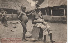 2028  FORTIER  Guinée  Village Soussou Femme Faisant De La Sparterie   Coll Géné Fortier Dakar N° 660   Fermée  Le 26-07 - Guinée Française
