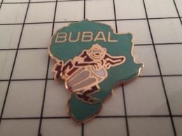 1218A Pin's Pins / Beau Et Rare / THEME : MUSIQUE / BUBAL PERSONNAGE DE COULEUR SOMBRE JOUANT DU TAMBOUR LOCAL AFRIQUE - Música