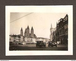 PHOTO ORIGINALE JUILLET 1934 - BELGIQUE CATHEDRALE NOTRE DAME De TOURNAI - VIEILLES VOITURES - OLD CARS BELGIUM - Places