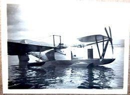 AVION HYDRAVION AU REPOS EN MER 2°  PHOTOGRAPHIE ORIGINALE COLLE SUR CARTON 12 X 8  Cm  VERS 1930  AERONAUTIQUE AVIATION - Aviation
